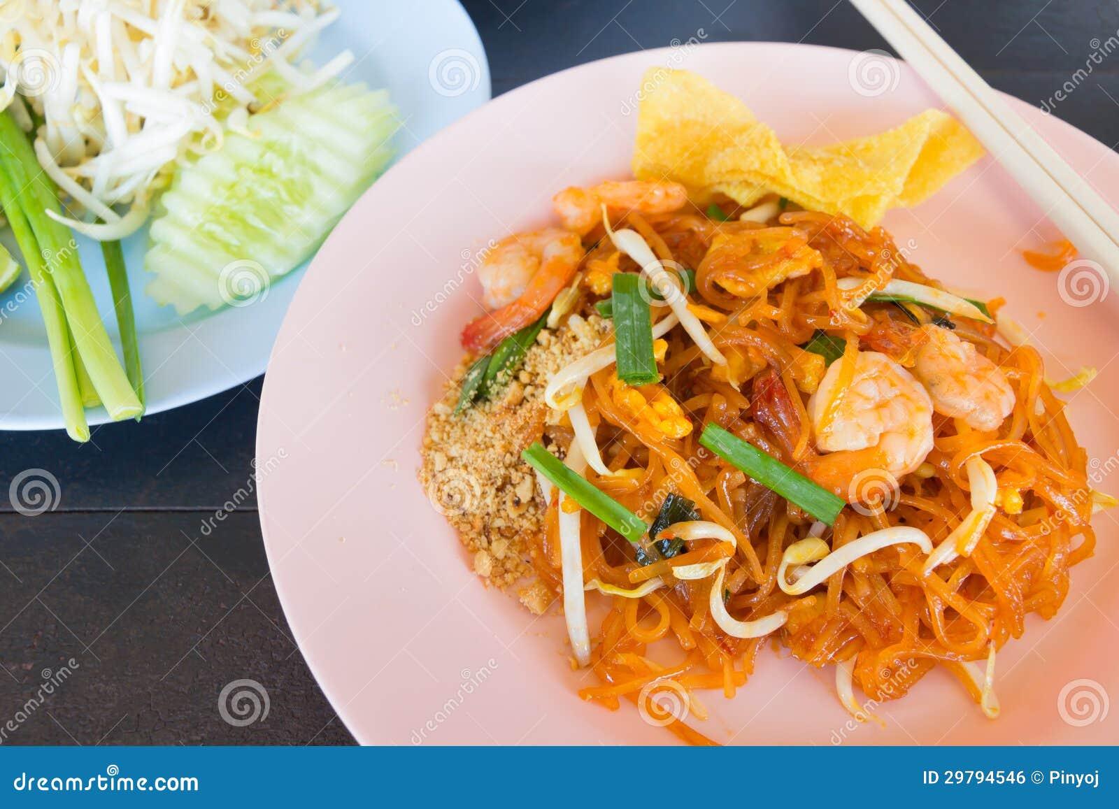 混乱油煎的米线(泰国的垫)