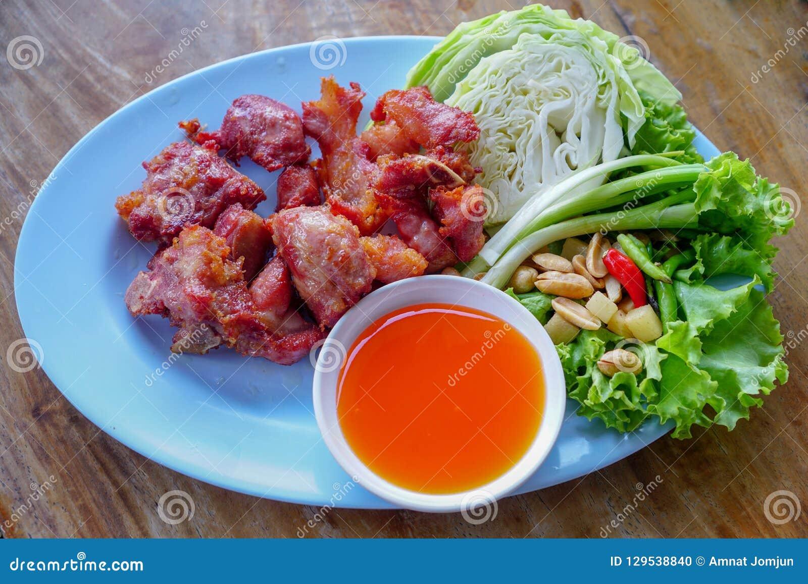 泰国食物,油煎的被发酵的排骨 1