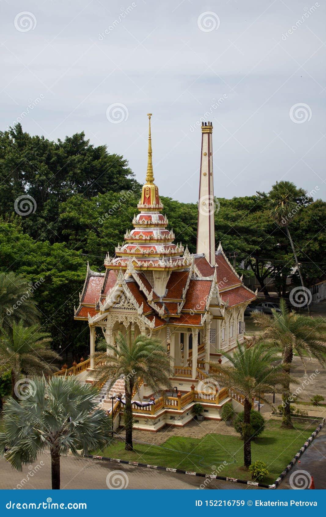 泰国,普吉岛- 2018年3月:Wat查龙或Wat Chaiyathararam佛教寺庙复合体 查龙,普吉岛,泰国 ??