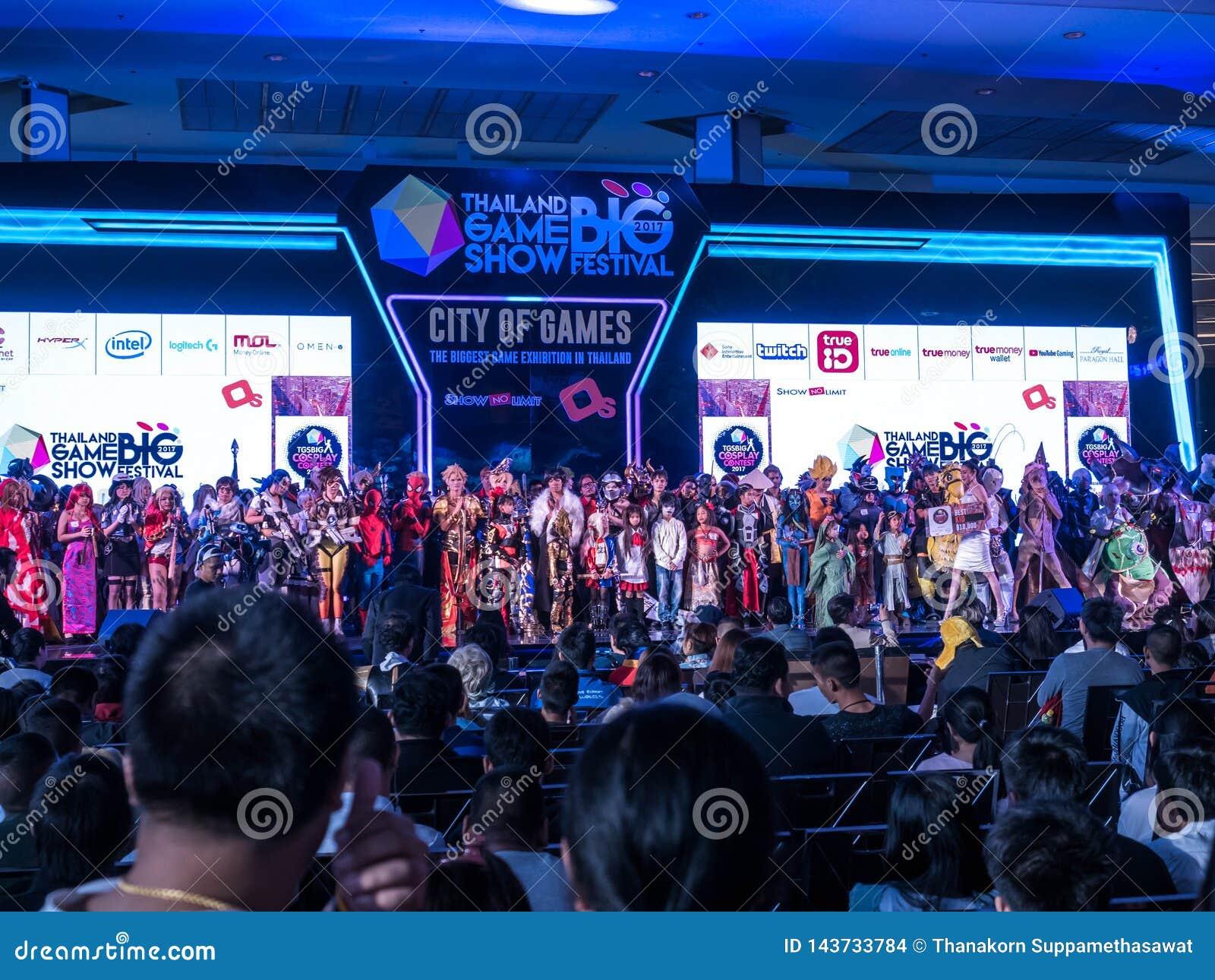 泰国- 2017年11月4日:Cosplay在泰国电视知识竞赛大节日的服装比赛2017年在皇家模范霍尔,曼谷