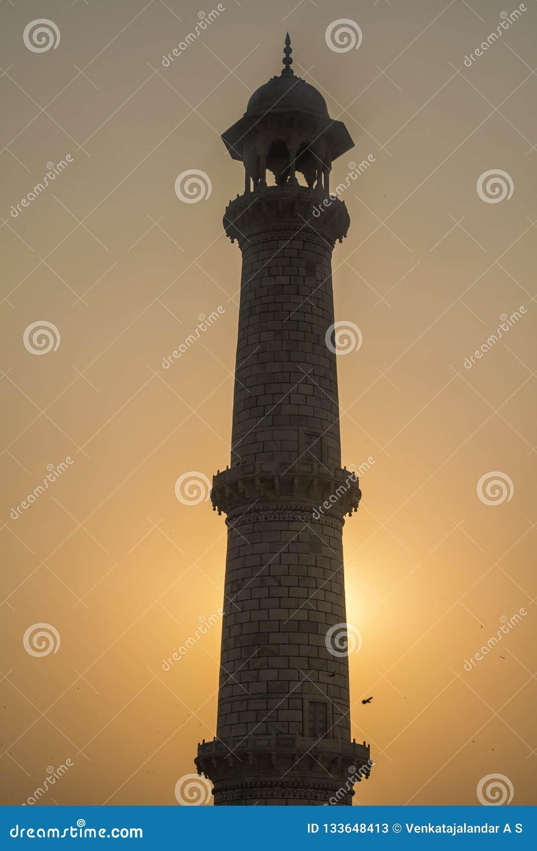 泰姬陵Silhoutte视图柱子,与后边日落