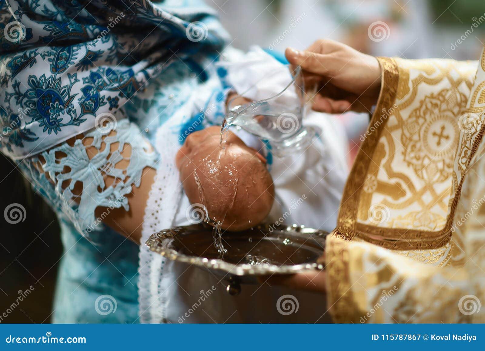 洗礼仪式在教会里