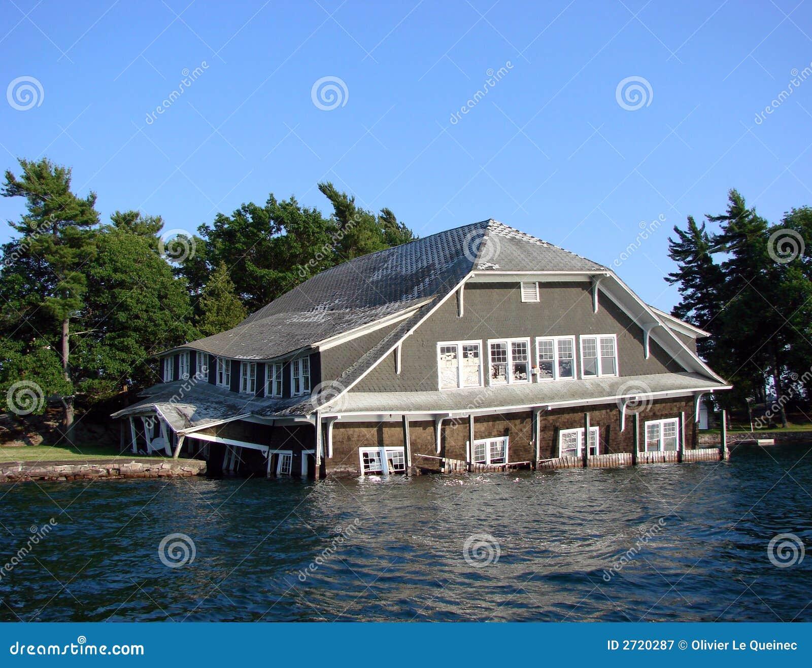 洪水房子下沉
