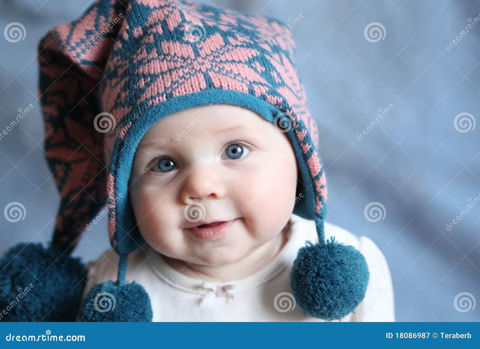 浅蓝色盖帽注视冬天