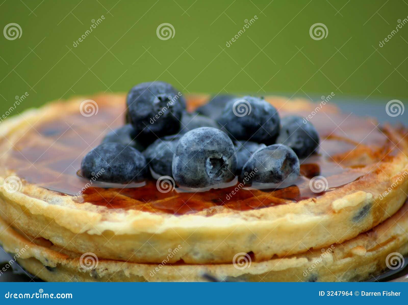 浆果蓝色奶蛋烘饼