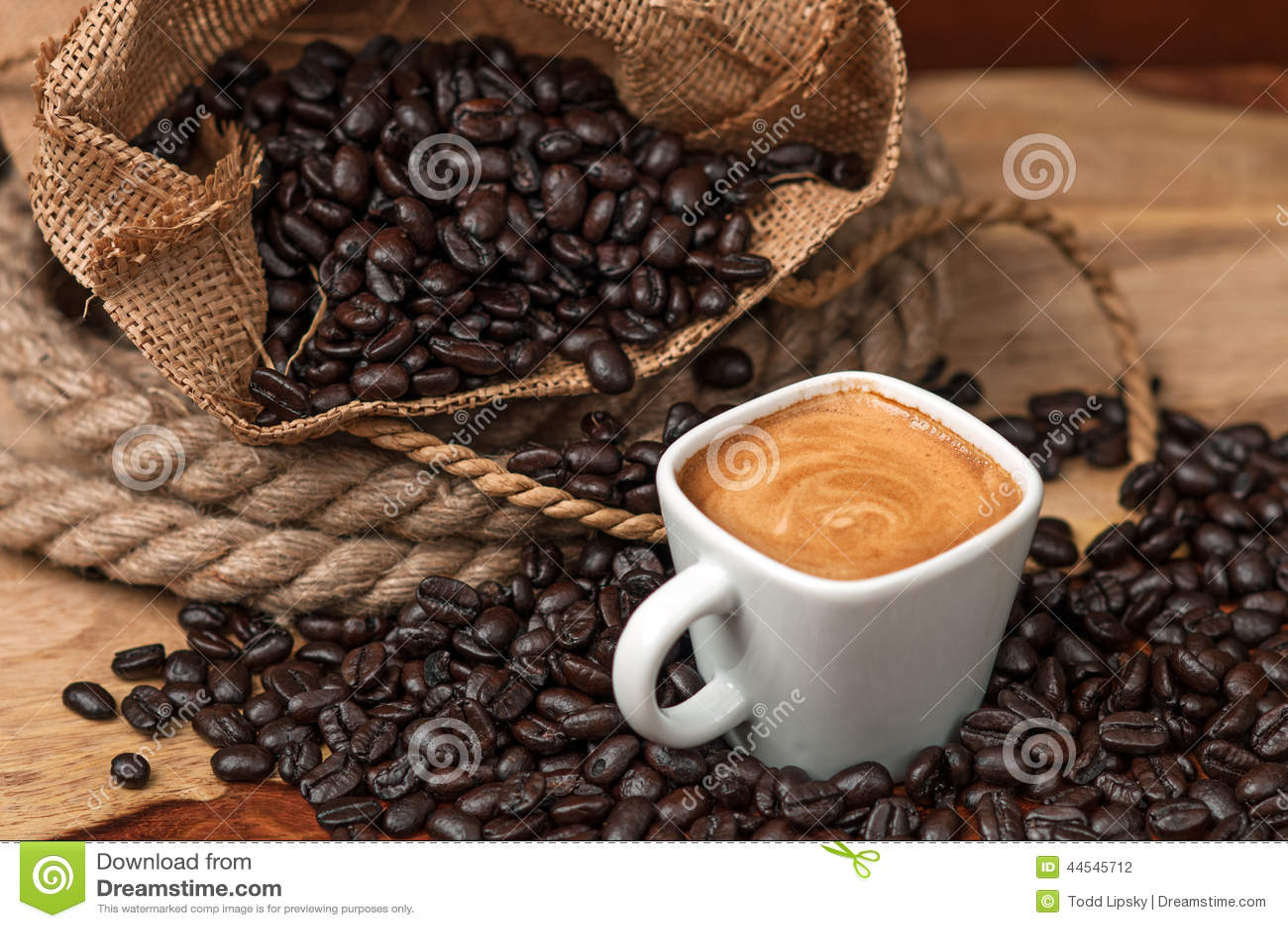 浓咖啡和咖啡豆