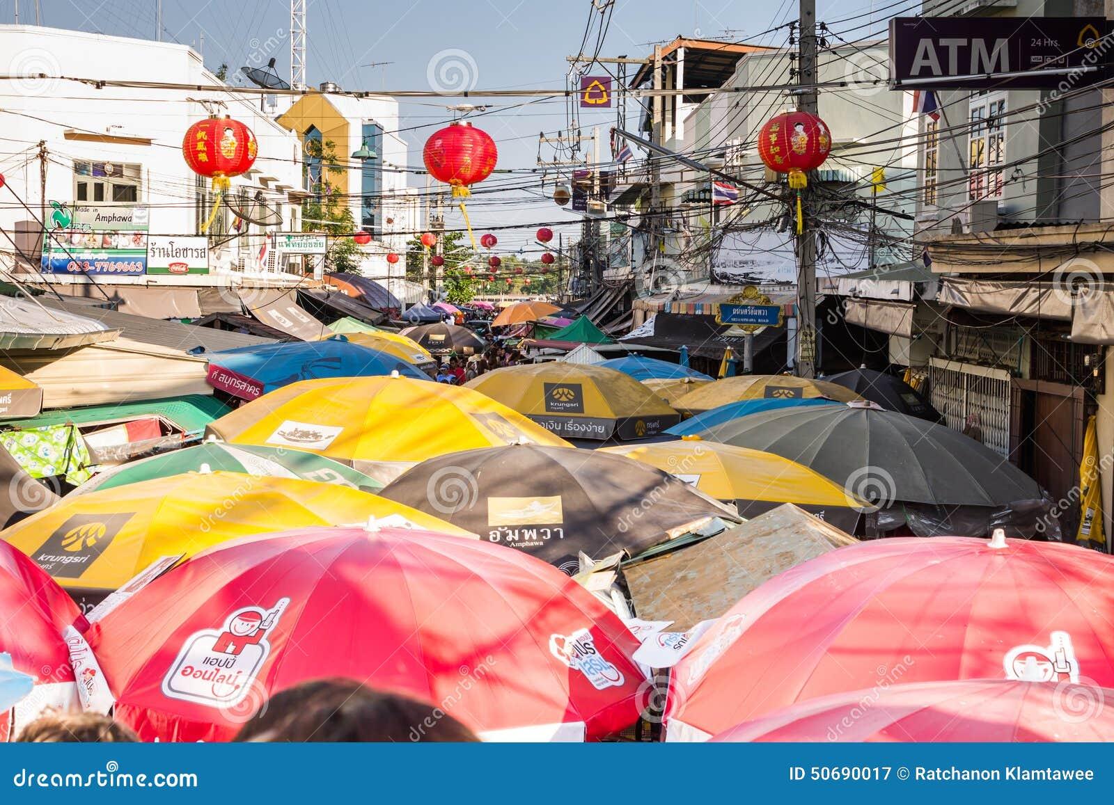Download 浮动的市场 图库摄影片. 图片 包括有 小船, beatles, 小丑, 的treadled, 贸易, 红色 - 50690017