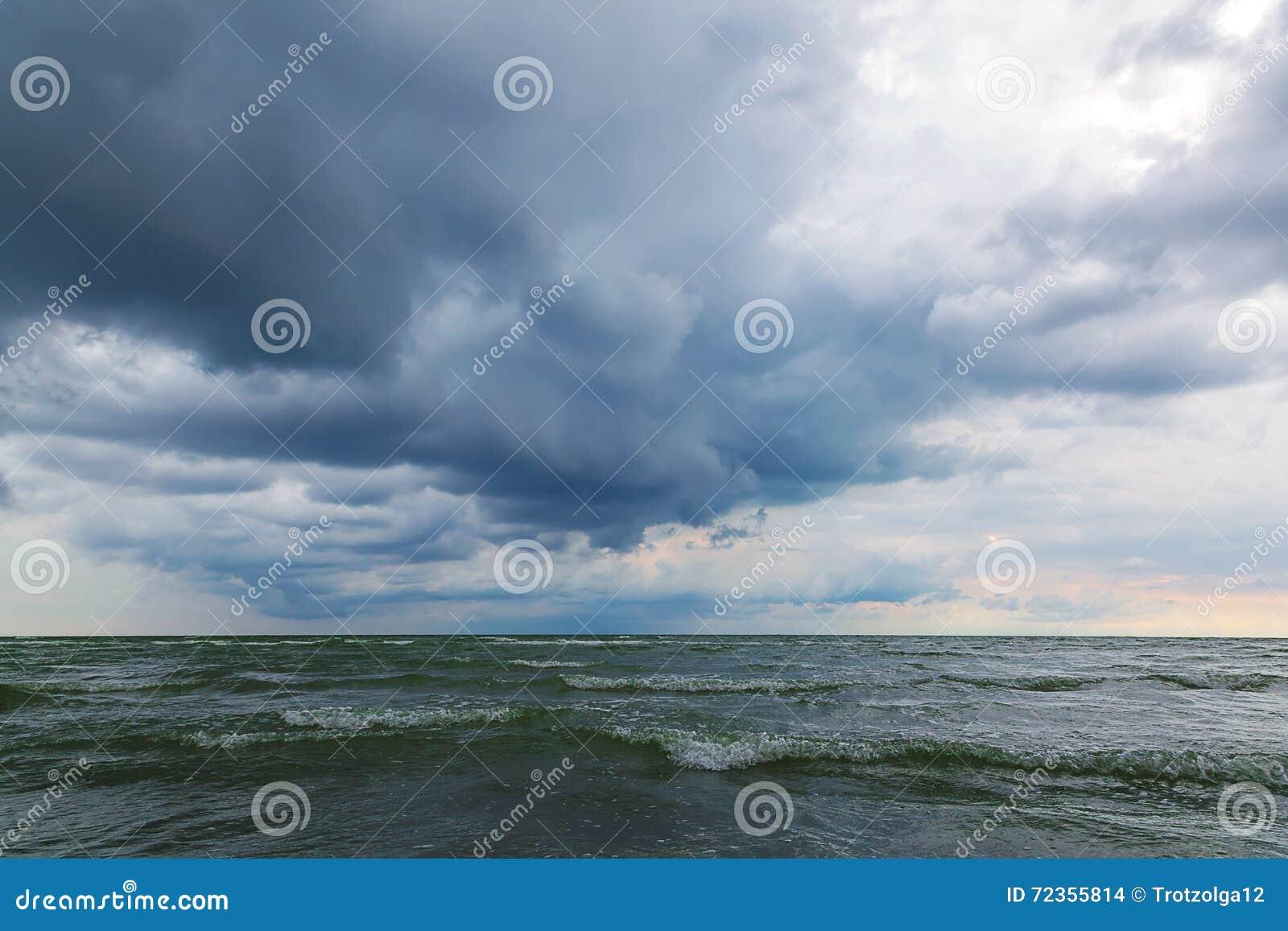 海和天空在风暴 海景