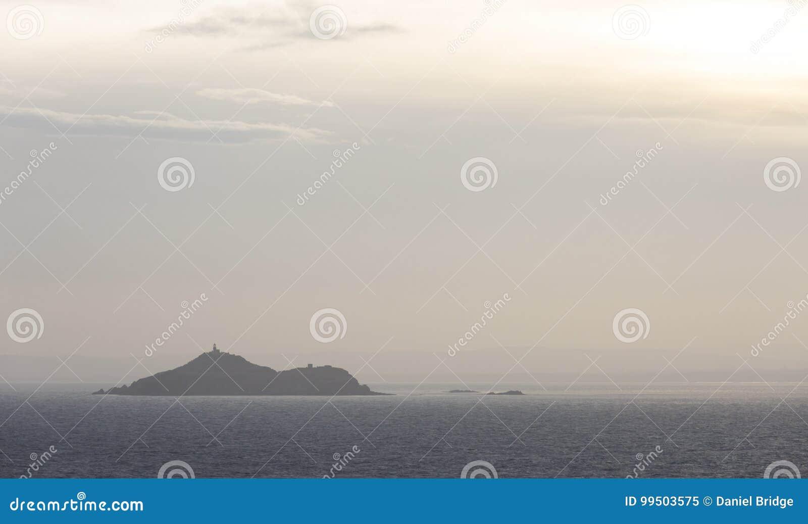 海洋海湾的海岛