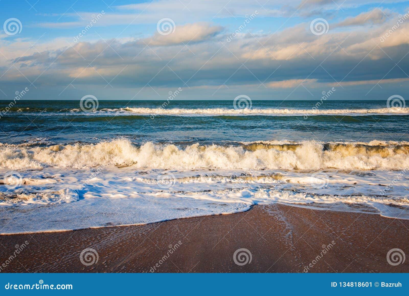 海滨,风雨如磐的海