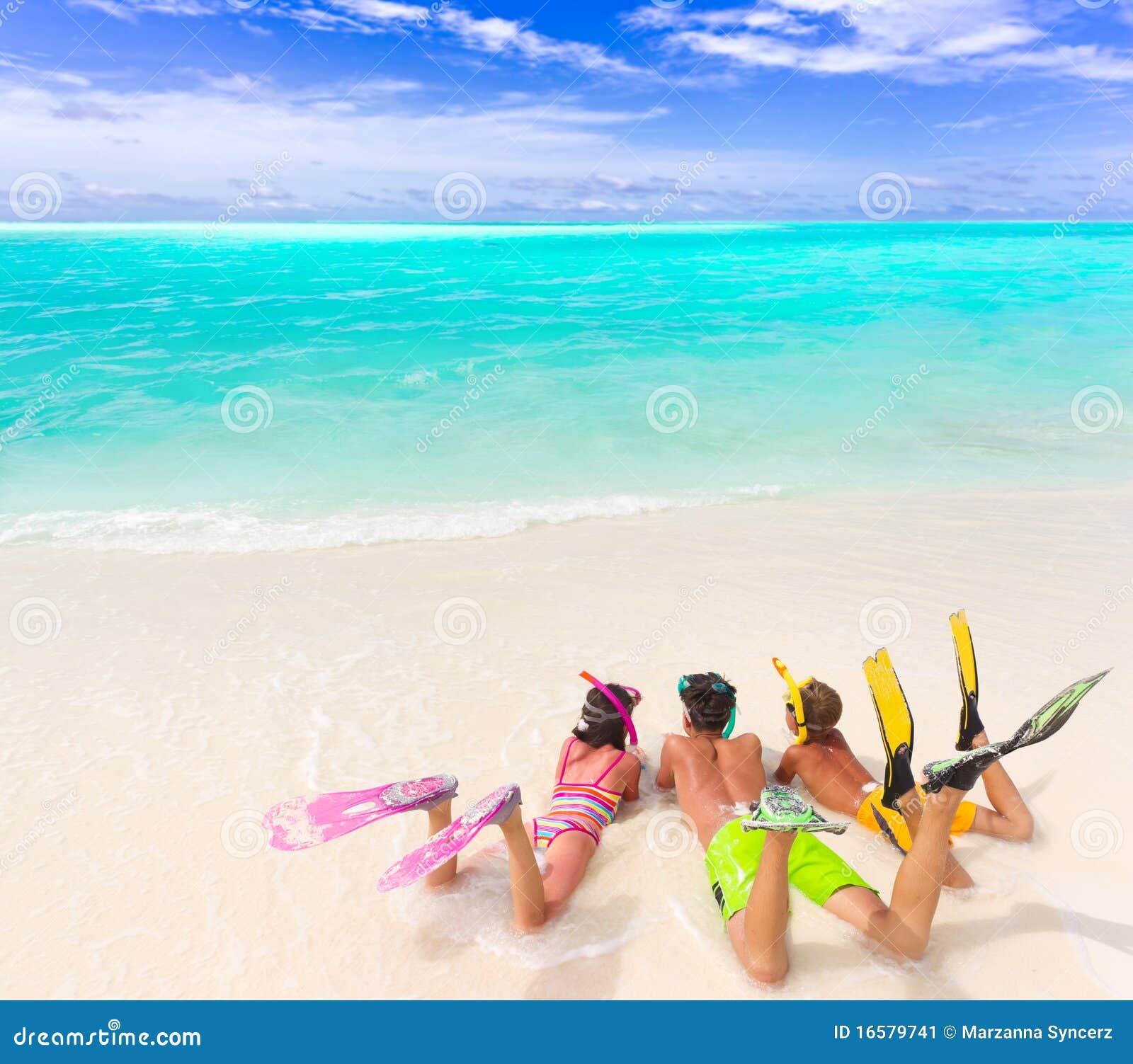 海滩下潜齿轮孩子