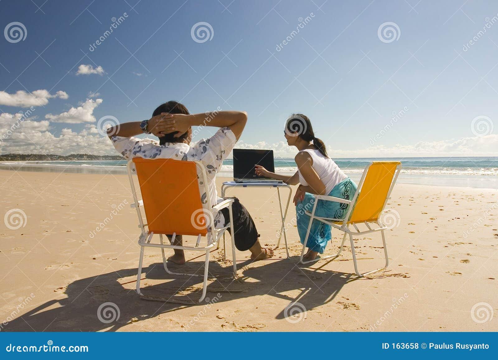 海滩偶然会议工作者