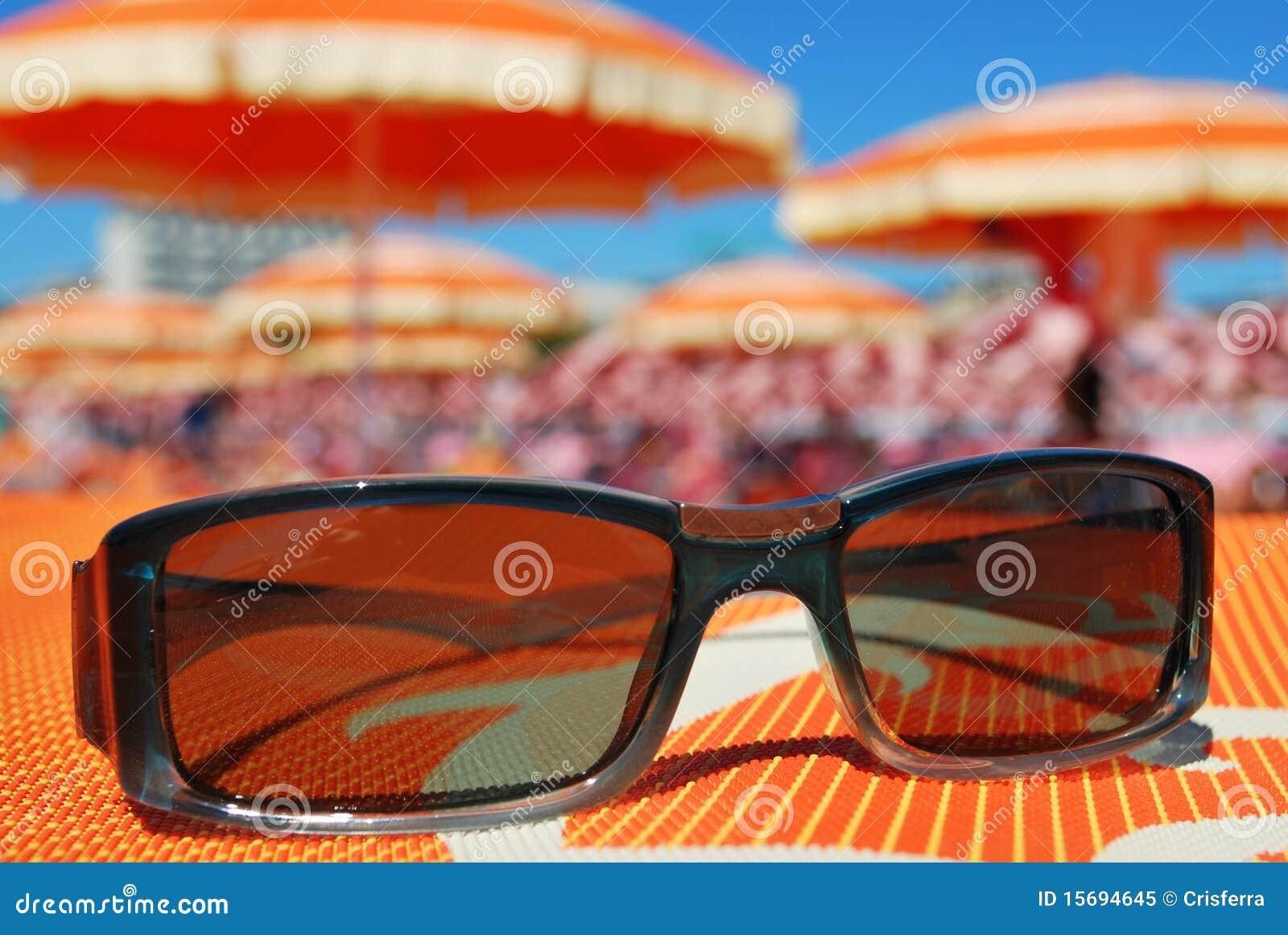 海滩太阳镜