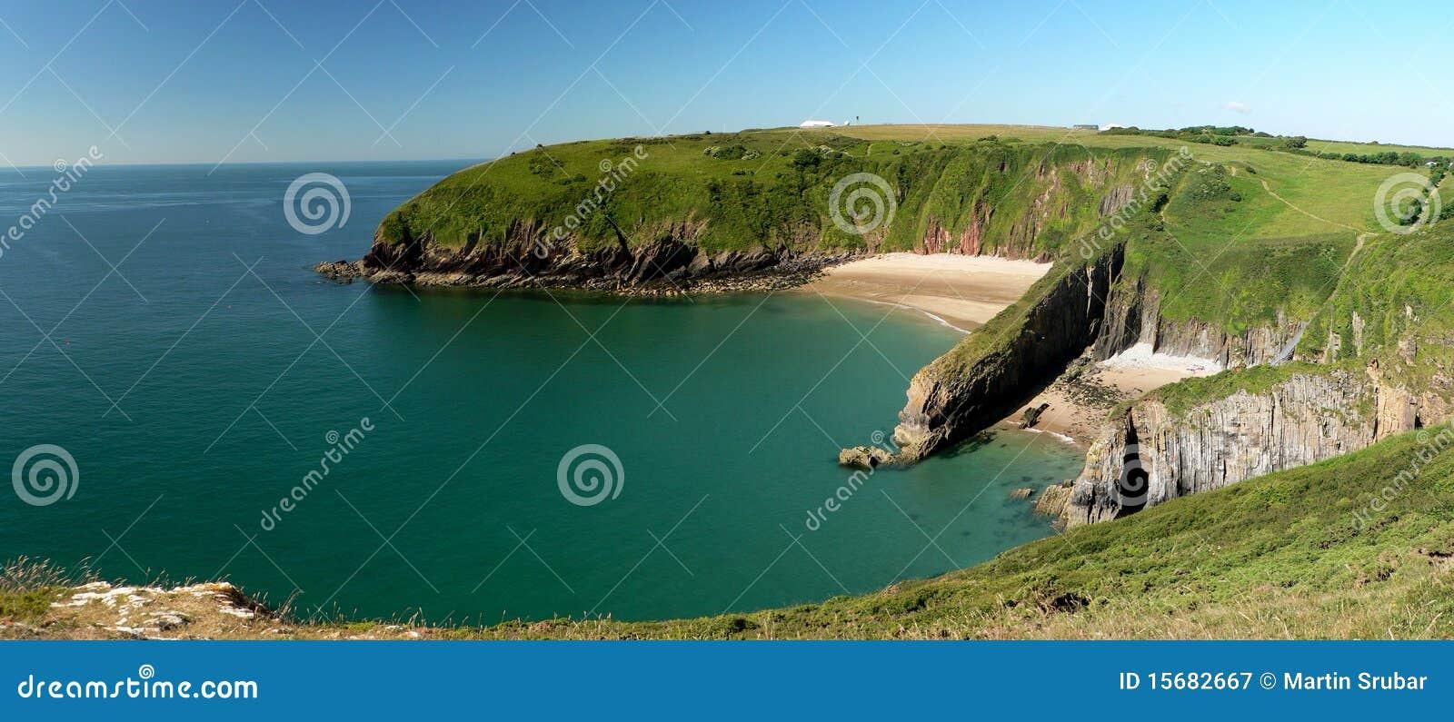 海滩峭壁pembrokeshire含沙skrinkle