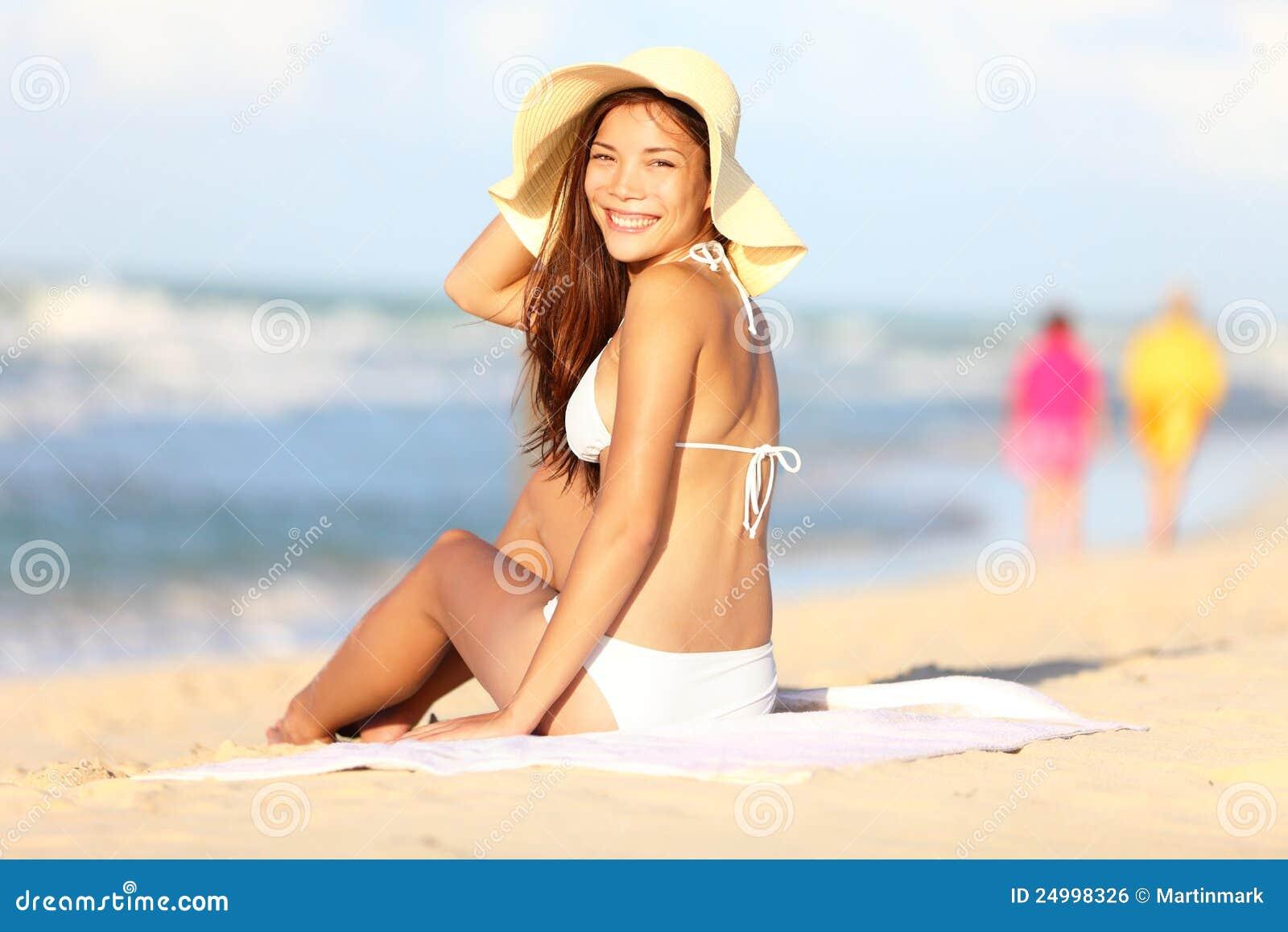 海滩愉快的假期妇女