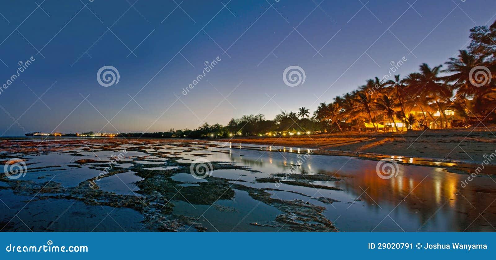 海滩晚上场面