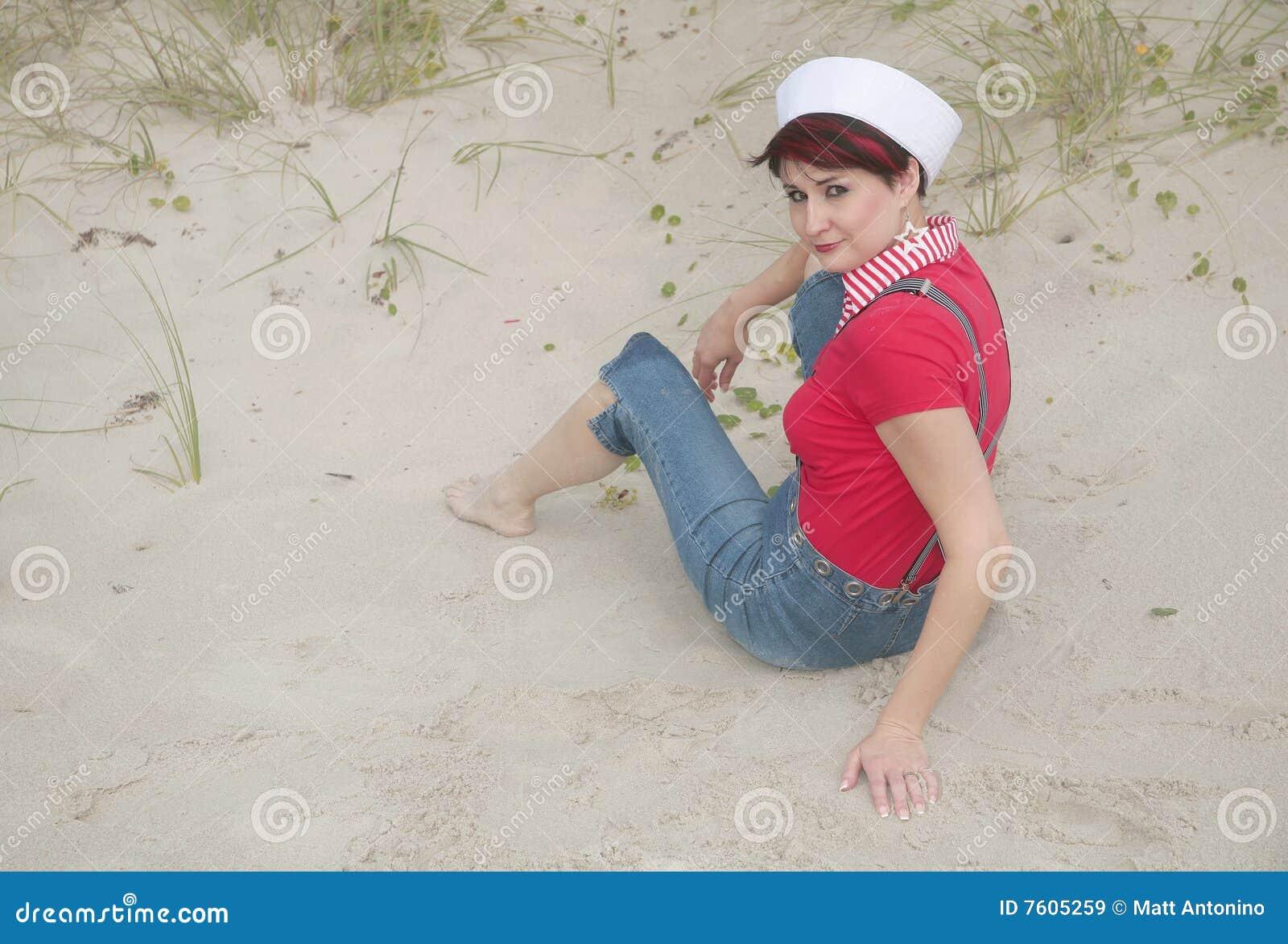 海滩水手妇女