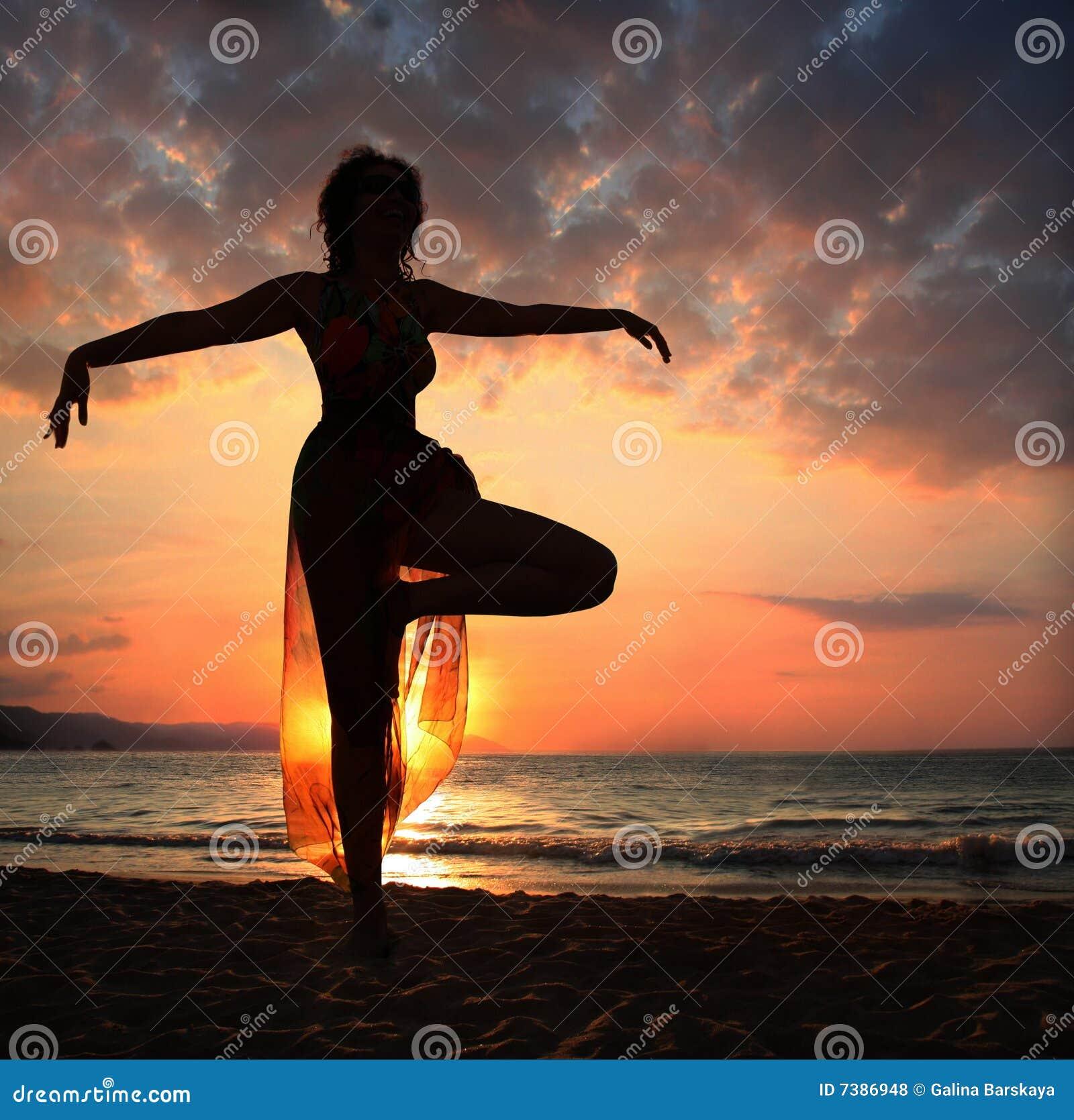 海灘瑜伽圖片
