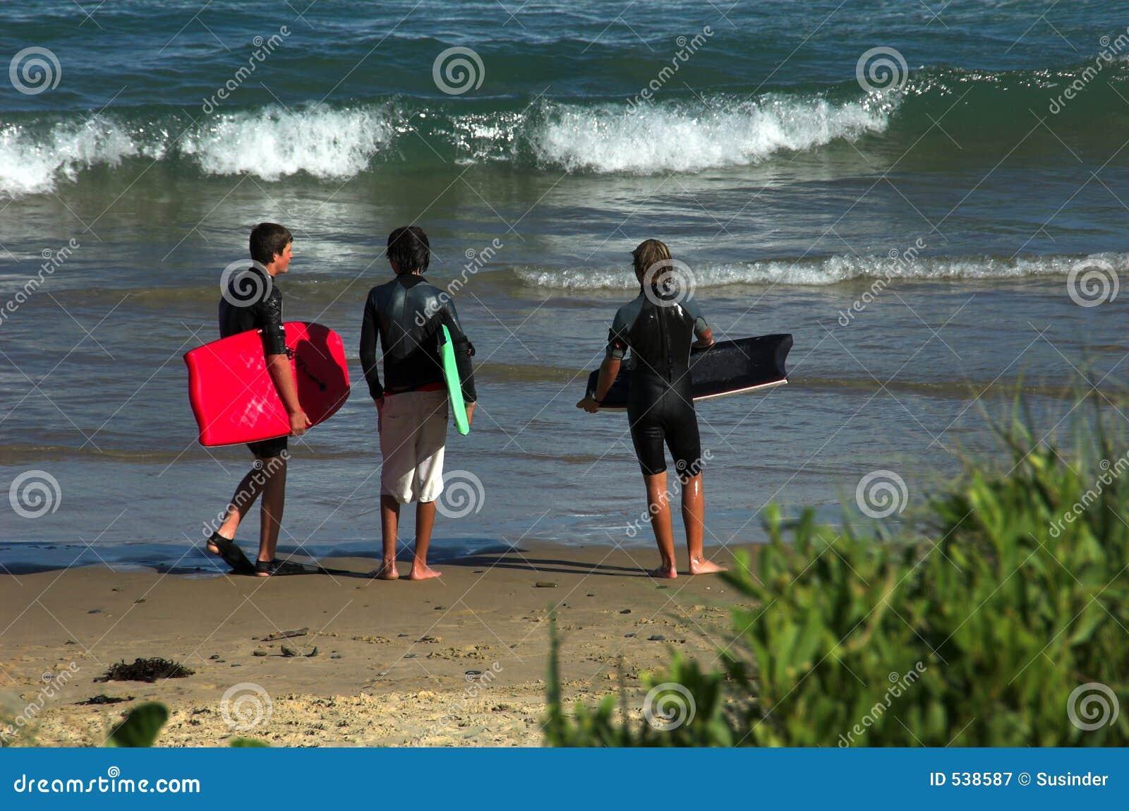 Download 海滩男孩三 库存图片. 图片 包括有 冲浪者, 海浪, 海洋, 通知, 乐趣, 突出, 体育运动, 活动家, 夏天 - 538587