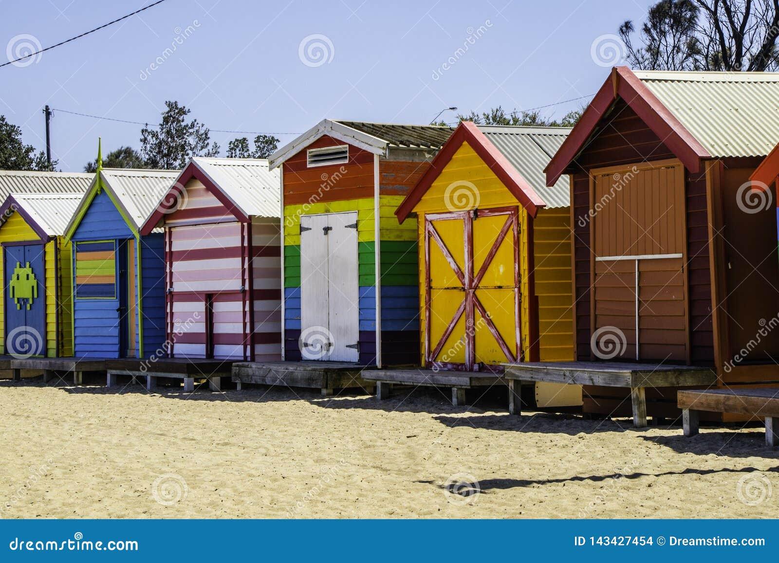 海滩的五颜六色的房子在墨尔本澳大利亚