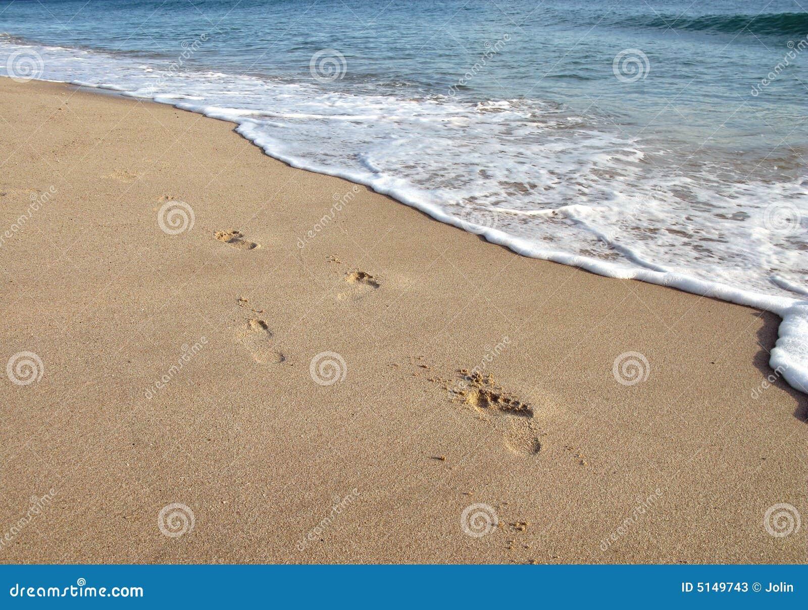海滩脚印沙子