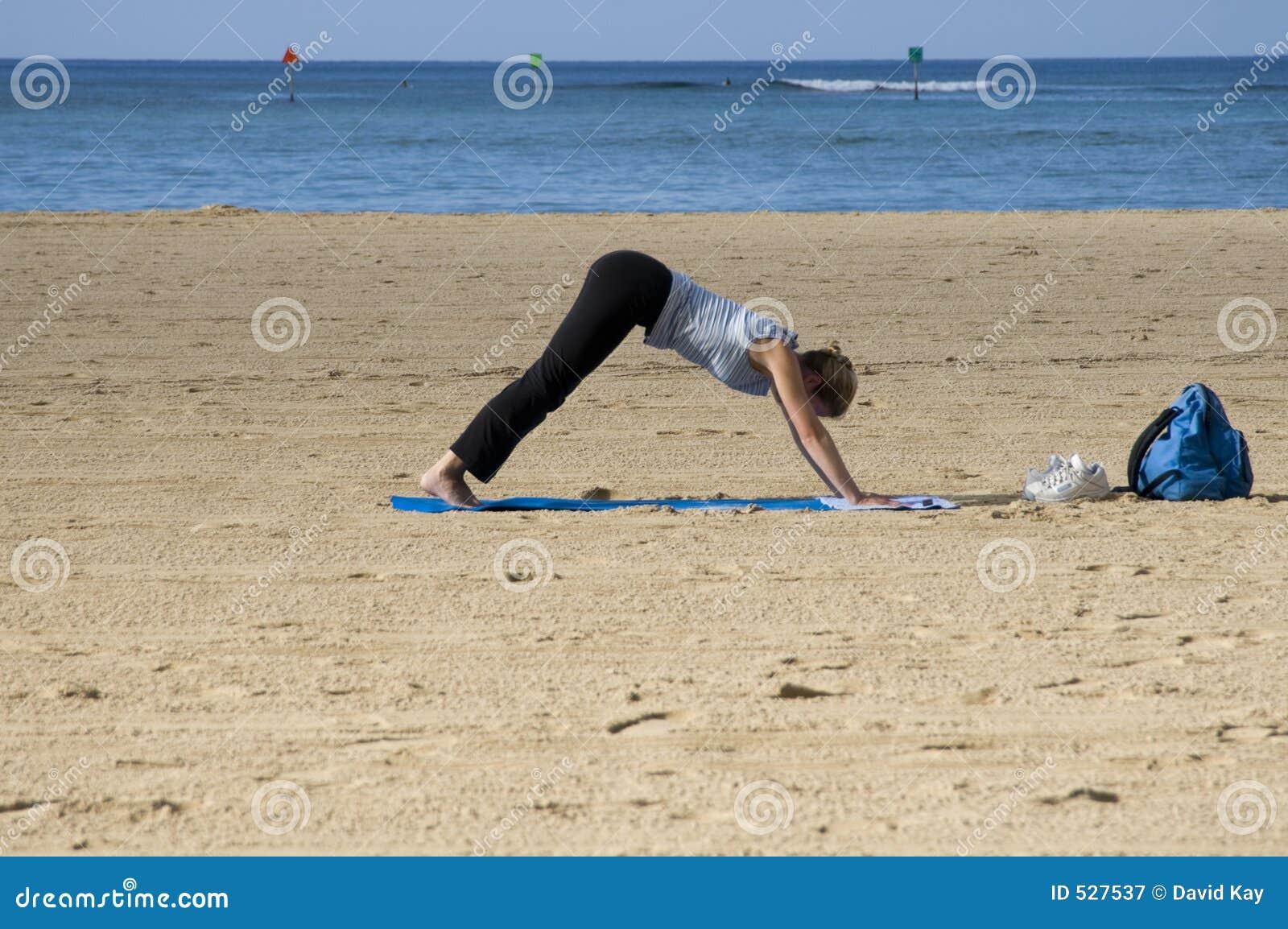 Download 海滩strech 库存图片. 图片 包括有 静止, beauvoir, 颜色, 户外, 健身, 蓝色, 海景 - 527537
