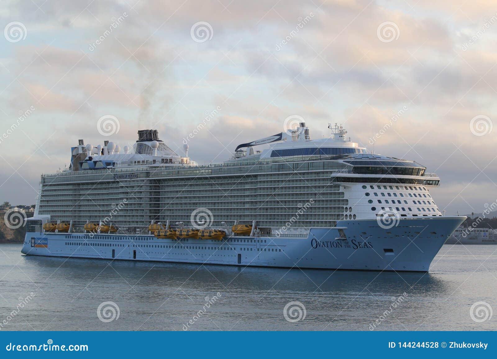 海的皇家加勒比游轮热烈的欢迎在奥克兰港口