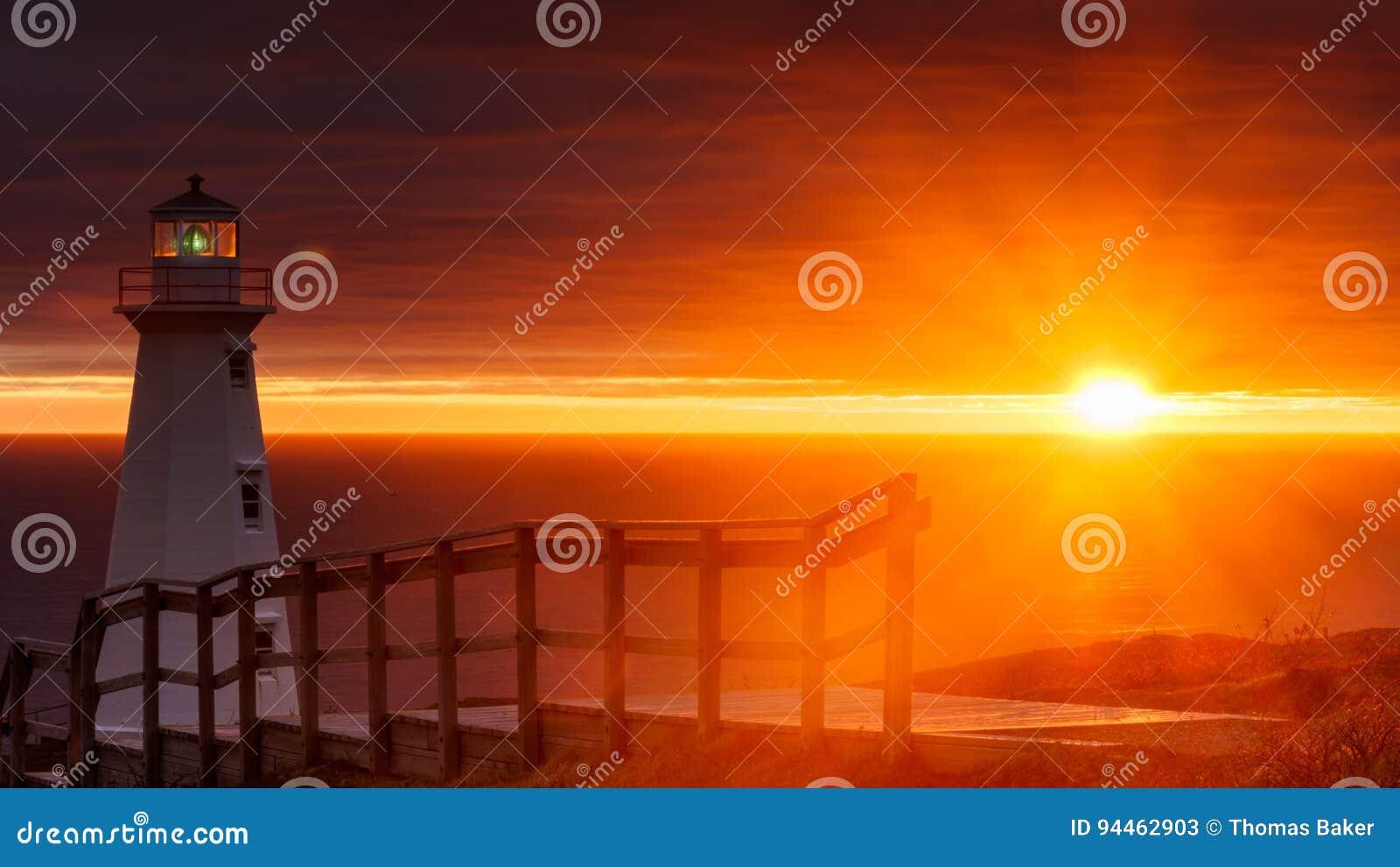 海角在新的灯塔的矛日出