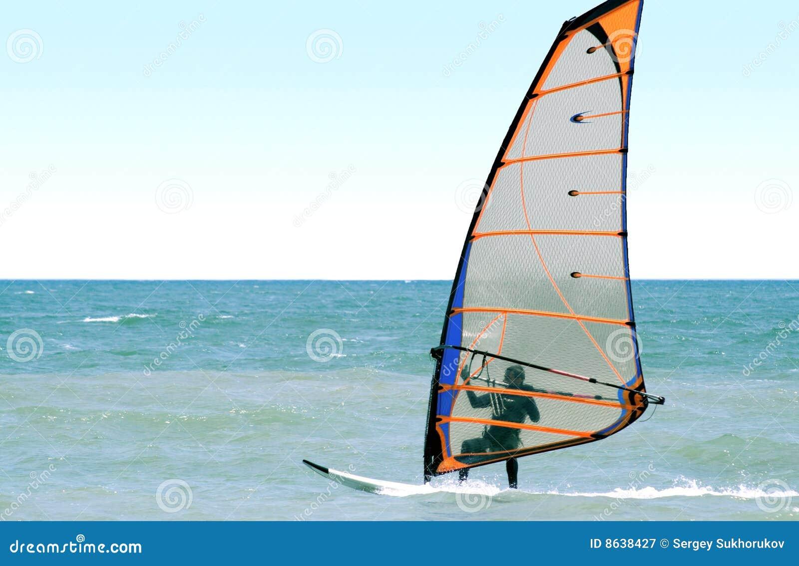 海运风帆冲浪者