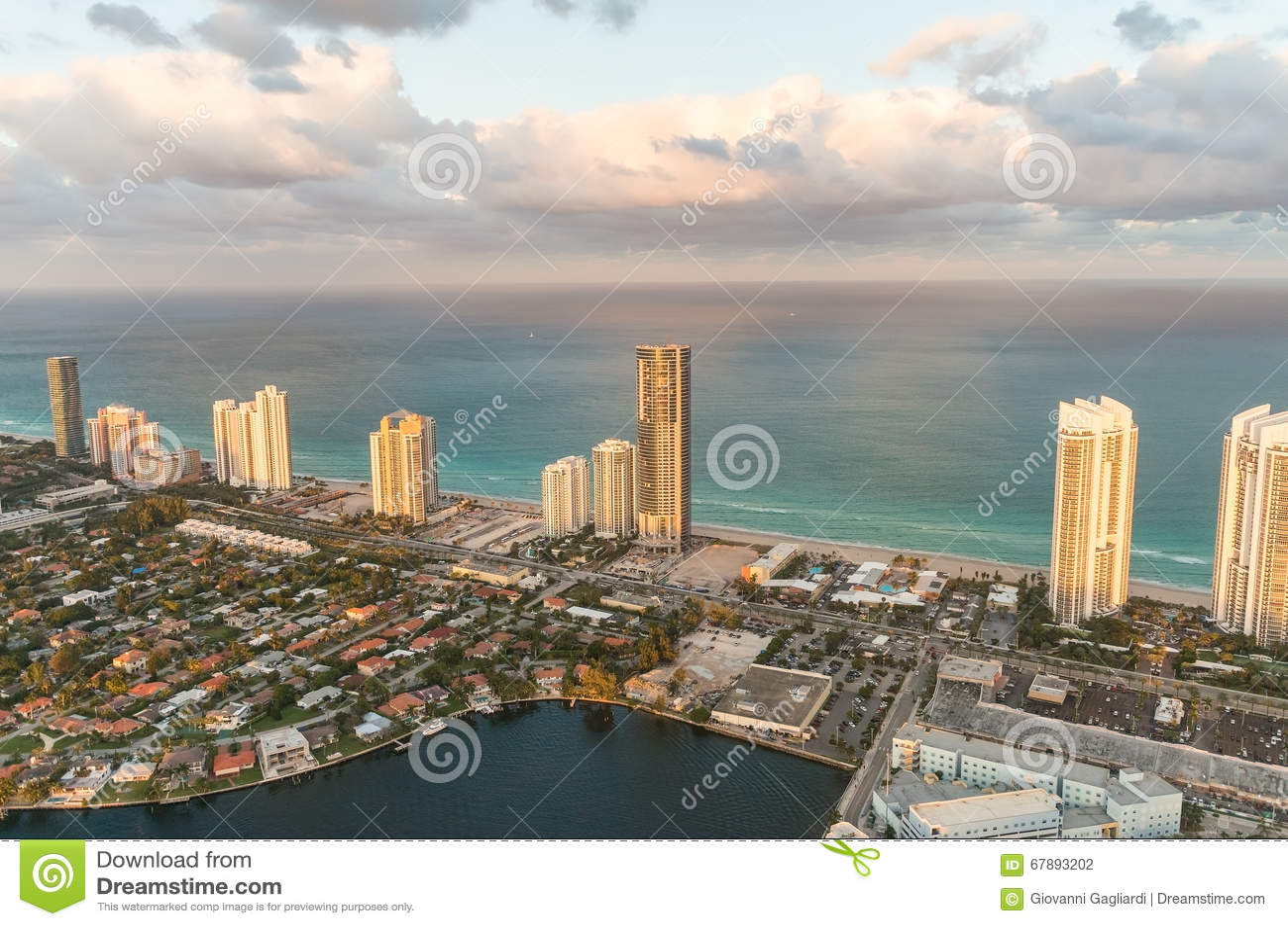 海滩佛罗里达迈阿密 从直升机的惊人的日落视图