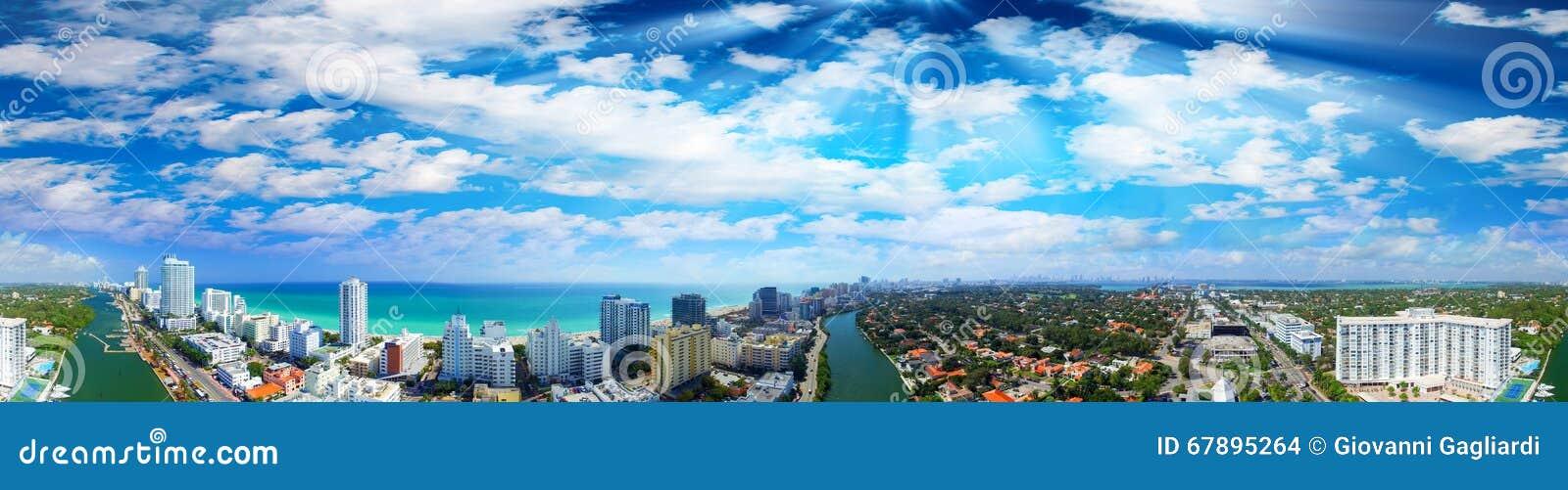 海滩佛罗里达迈阿密 在日落的美好的全景鸟瞰图
