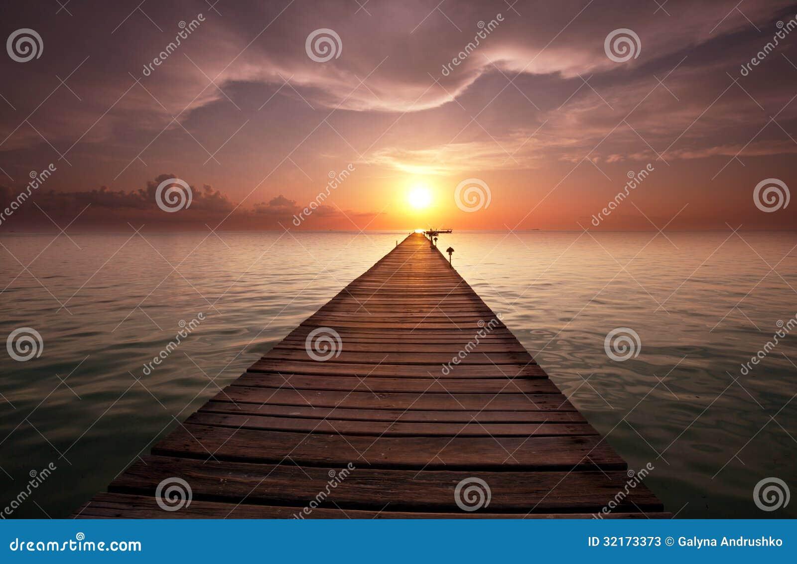 海滩的木板走道