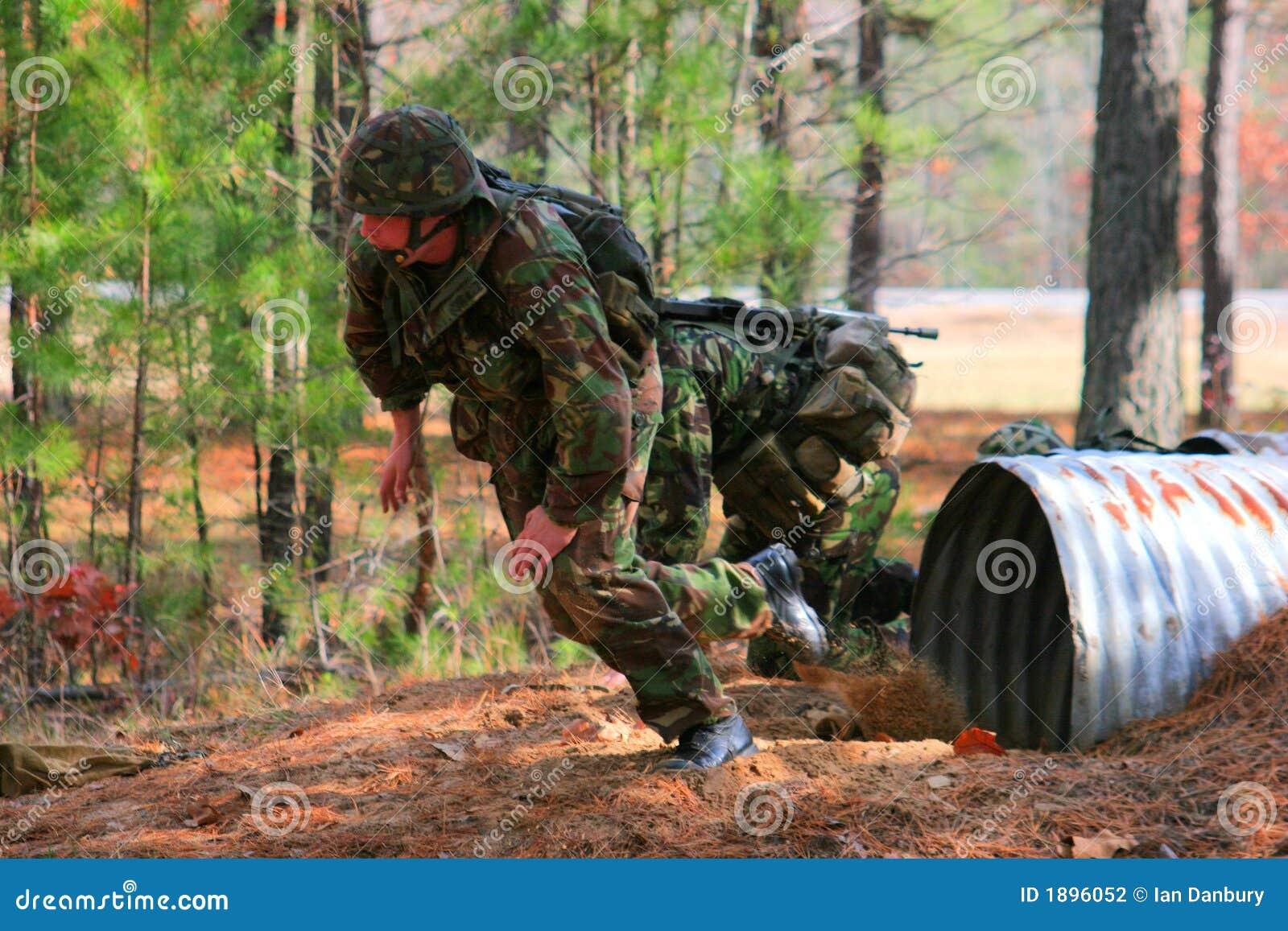 海军陆战队员愹��_攻击路线涌现海军陆战队员皇家隧道.