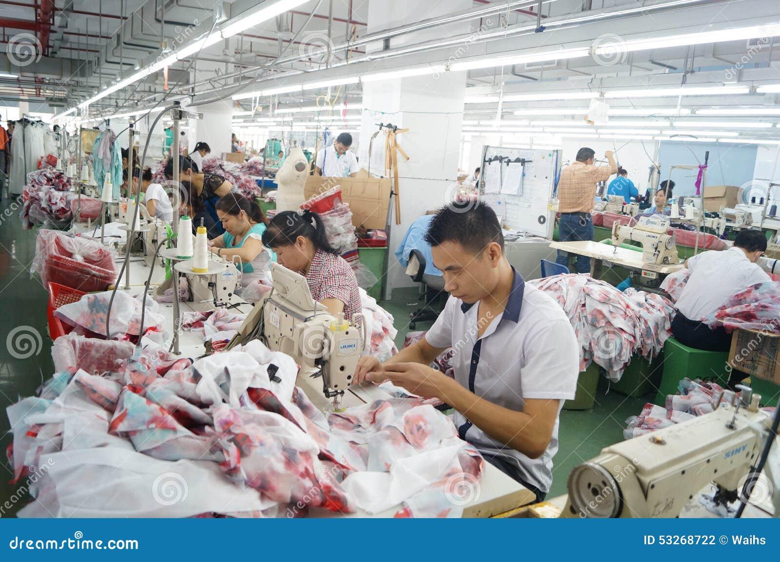 深圳,中国:服装工厂车间