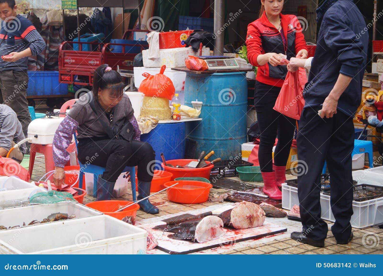 Download 深圳,瓷:海鲜市场 图库摄影片. 图片 包括有 客户, 海鲜, 室外, 市场, 访客, 食物, 布琼布拉 - 50683142