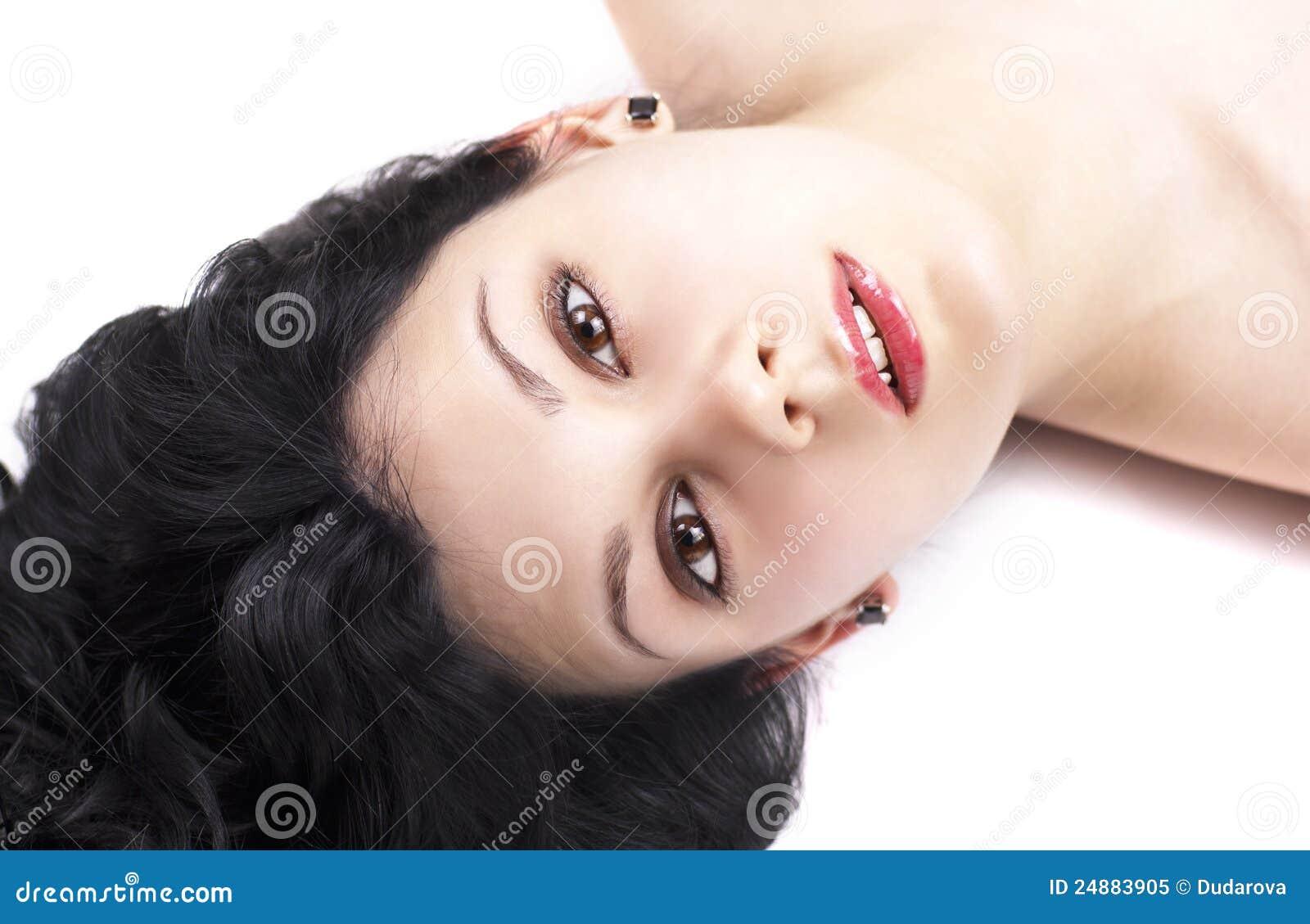 深色的纵向肉欲的妇女年轻人