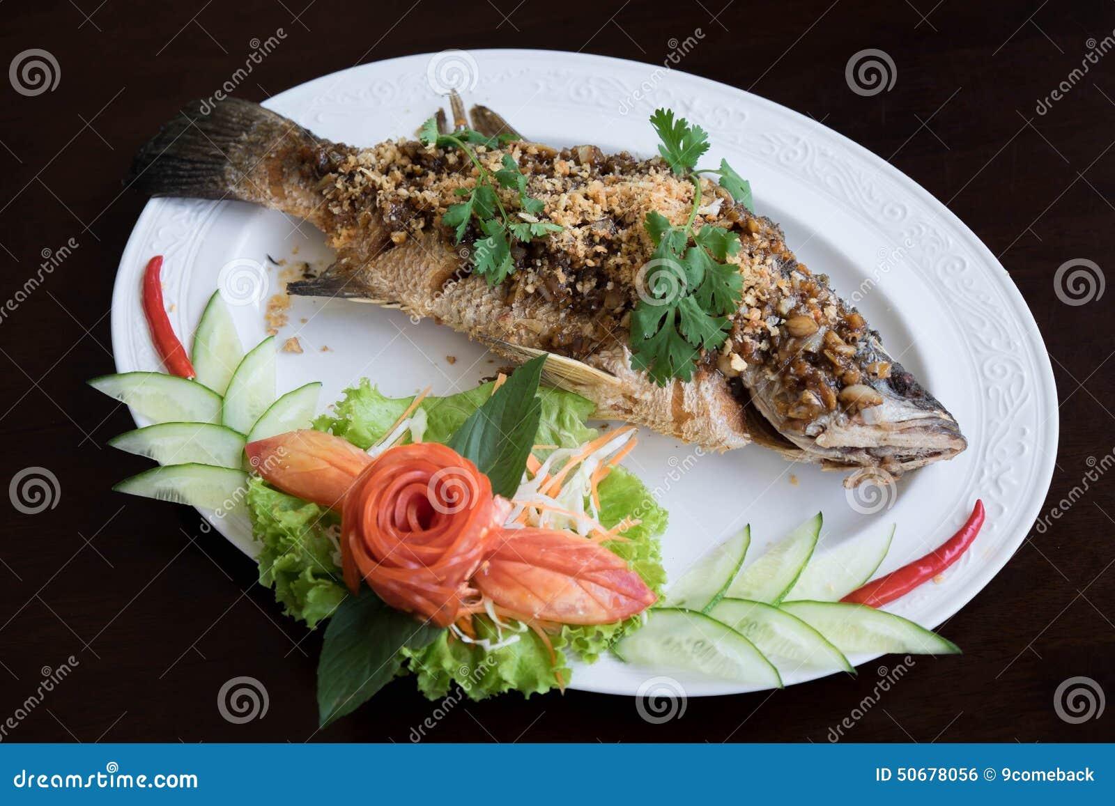 Download 深鱼油煎了 库存照片. 图片 包括有 膳食, 蔬菜, 营养, 深深, 食物, 可口, 油煎, 午餐, 牌照 - 50678056
