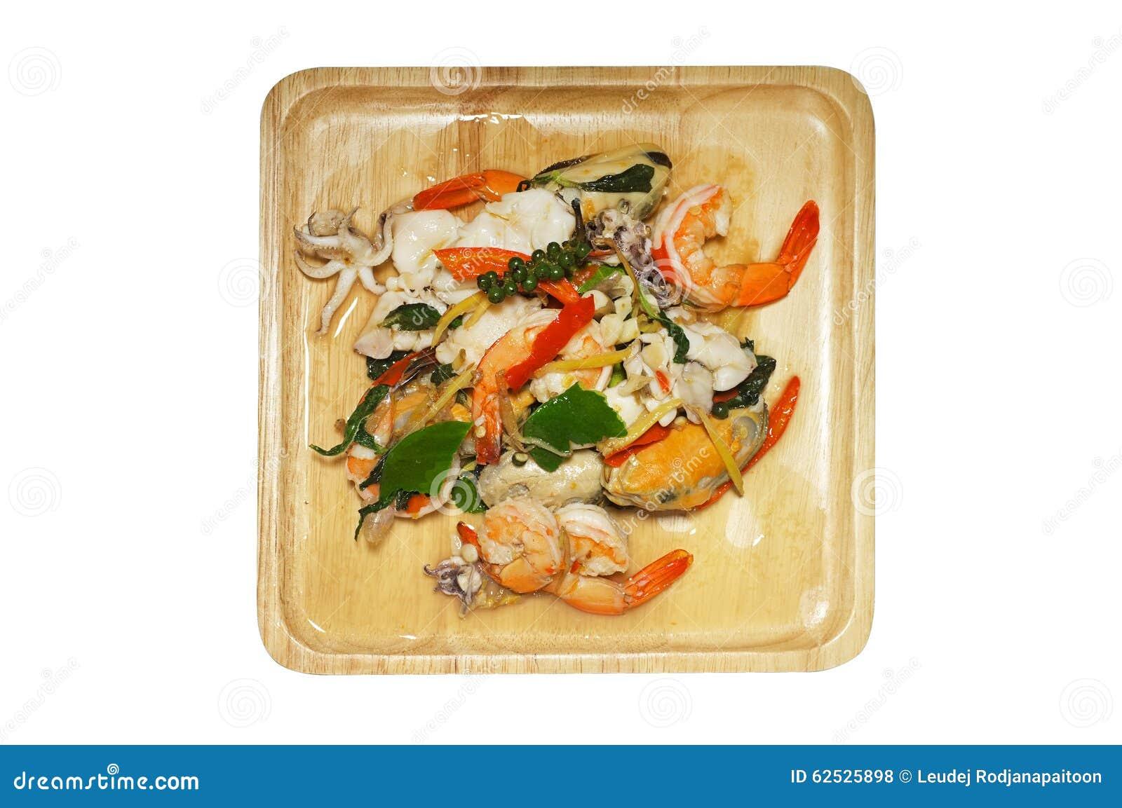 混乱油煎了辣海鲜用混杂的草本,泰国食物