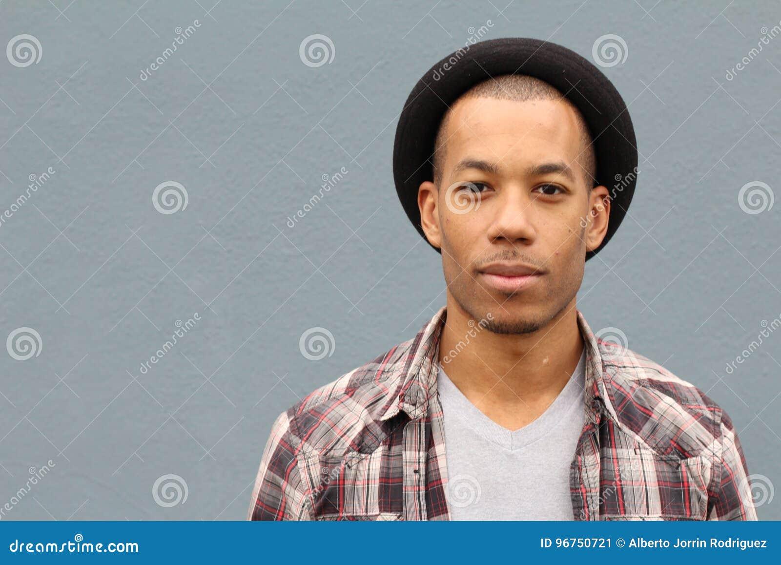 混杂的与拷贝空间的种族人佩带的帽子画象