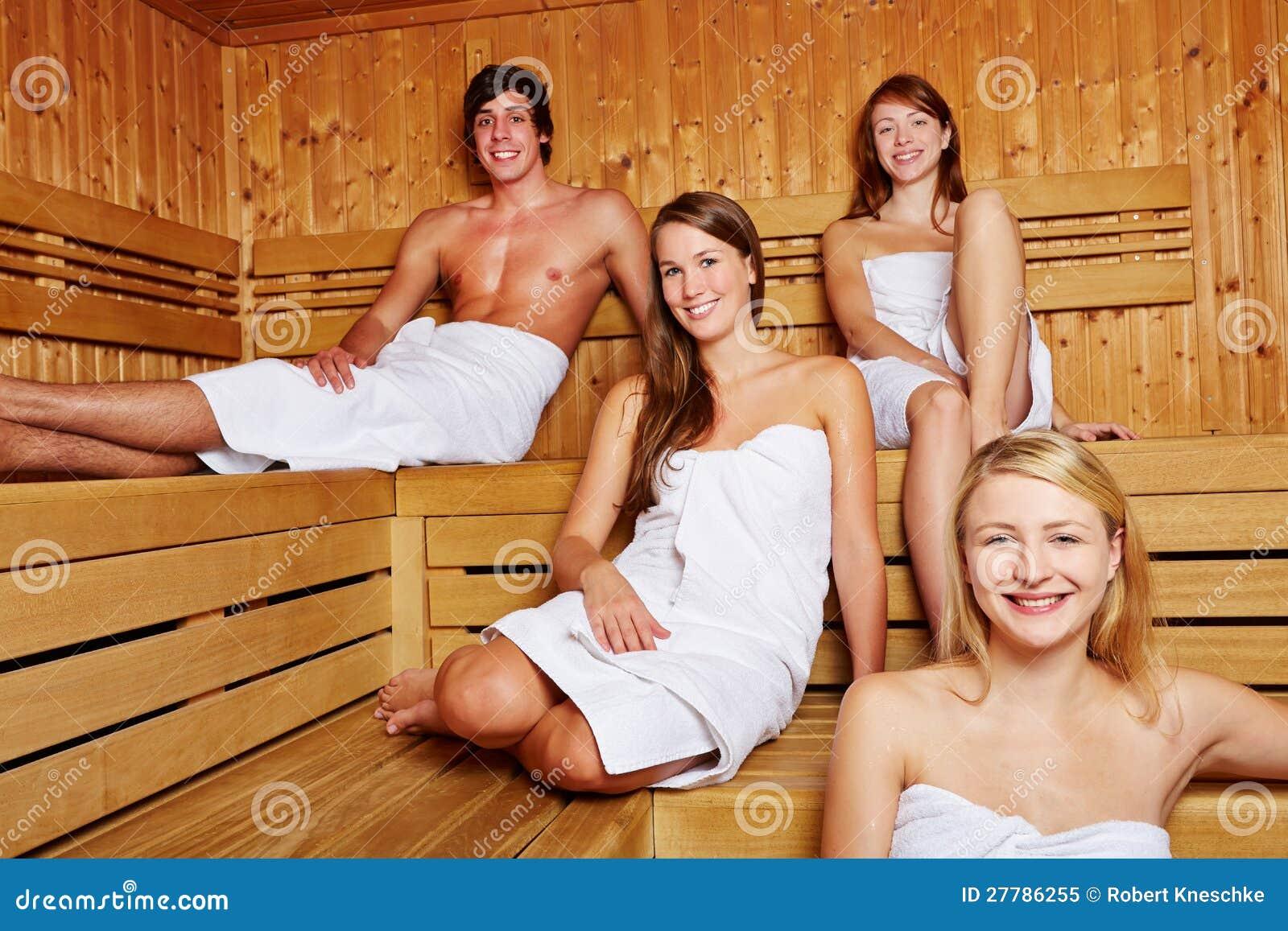 混杂的蒸汽浴的人们