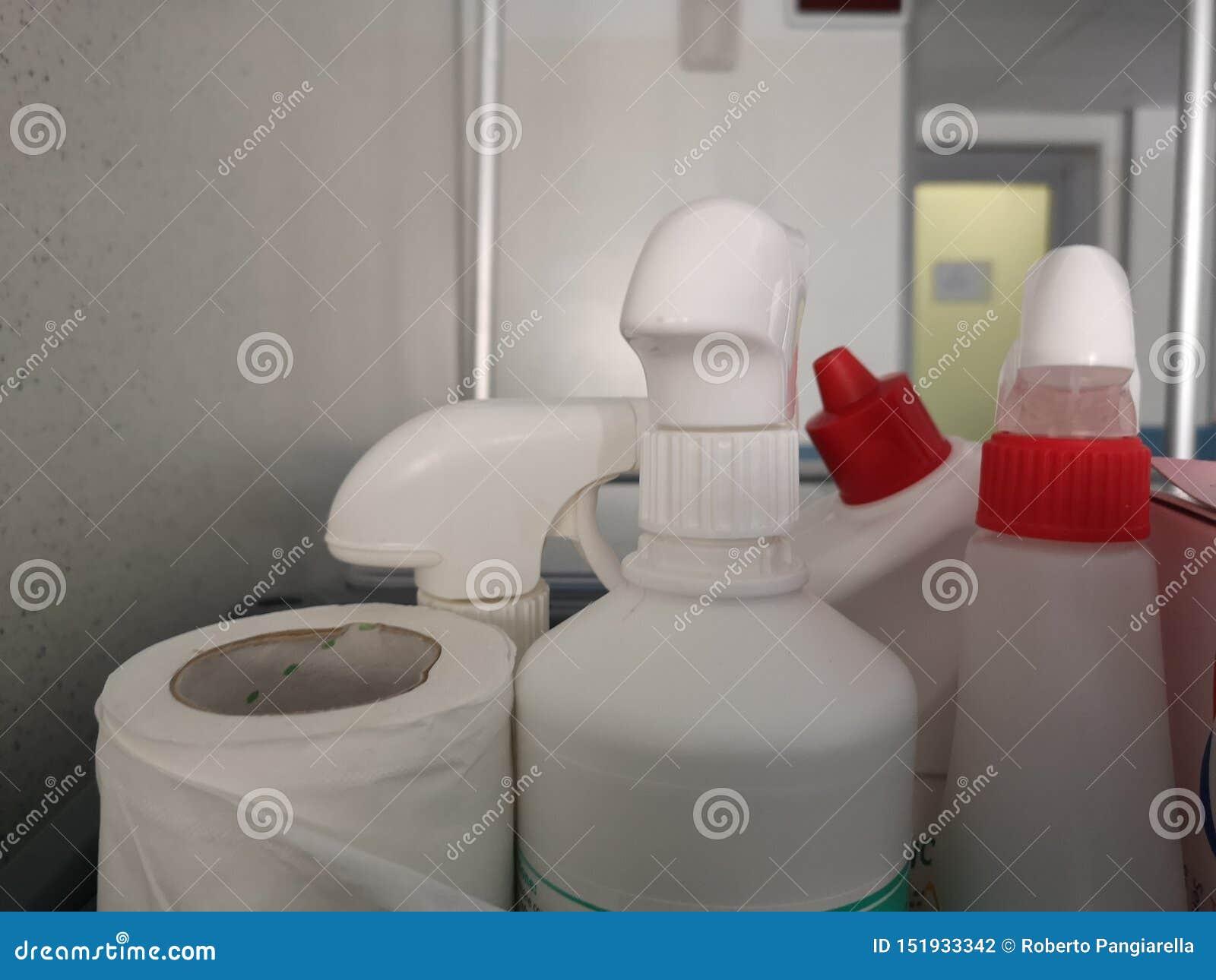 清洗的细节的洗涤剂瓶