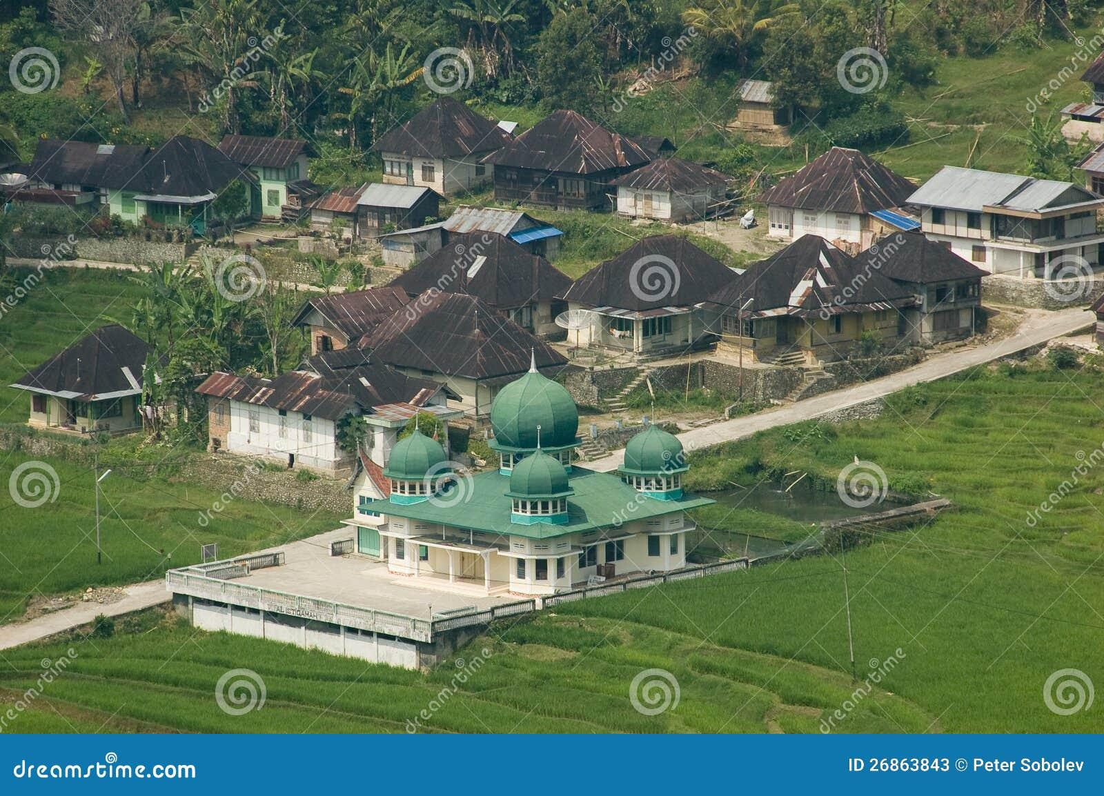 清真寺在村庄。