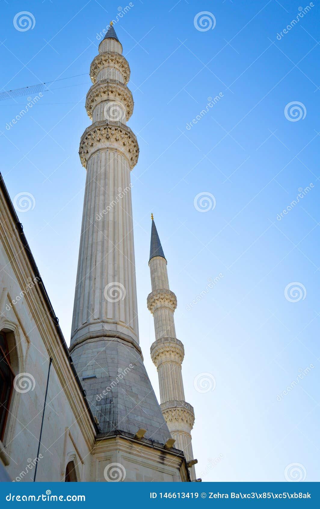 清真寺尖塔和天空蔚蓝 圆顶,设计