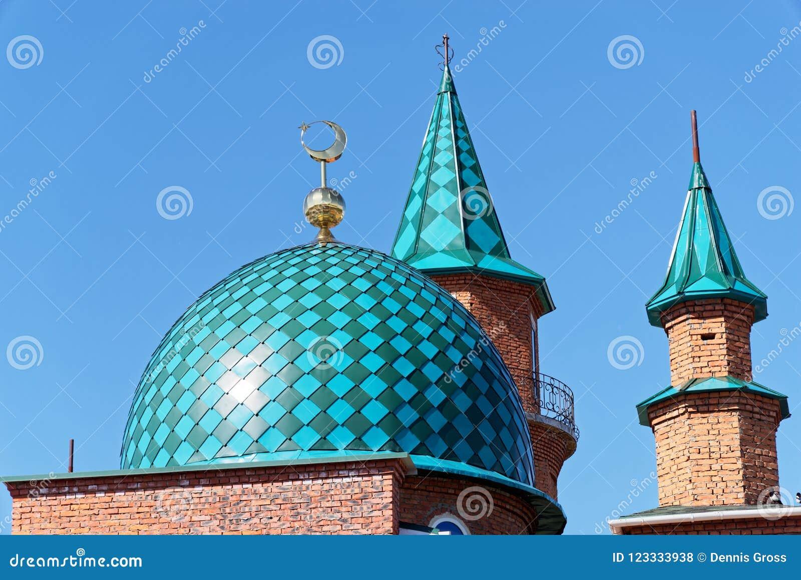 清真寺屋顶建设中反对清楚的蓝天