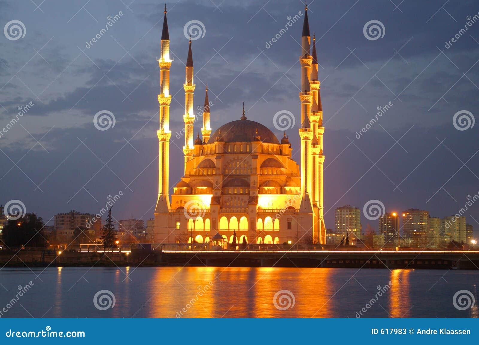 清真寺晚上