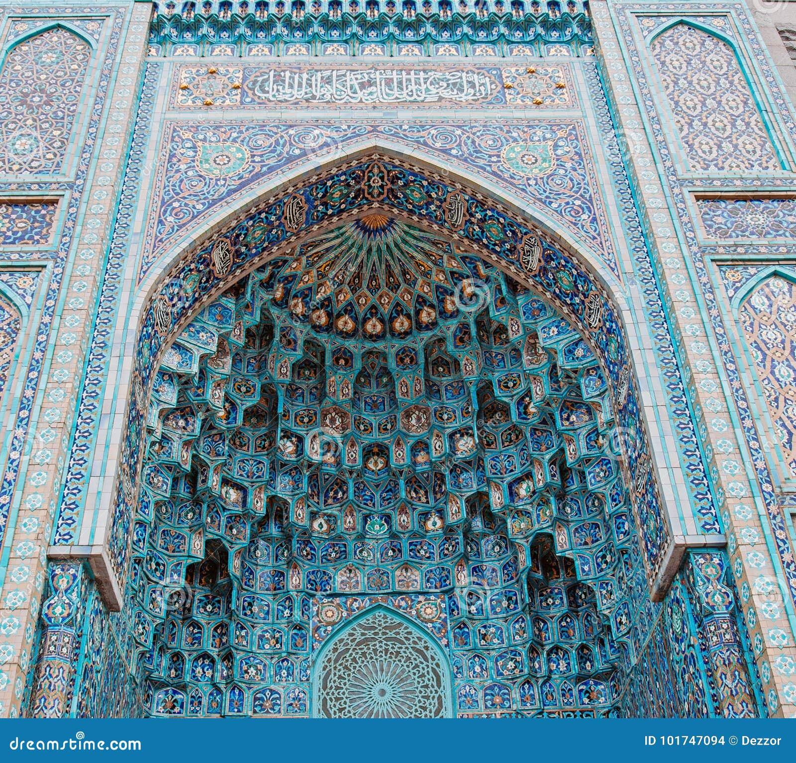 清真寺的曲拱蓝色口气的由伊斯兰教的宗教的马赛克被做