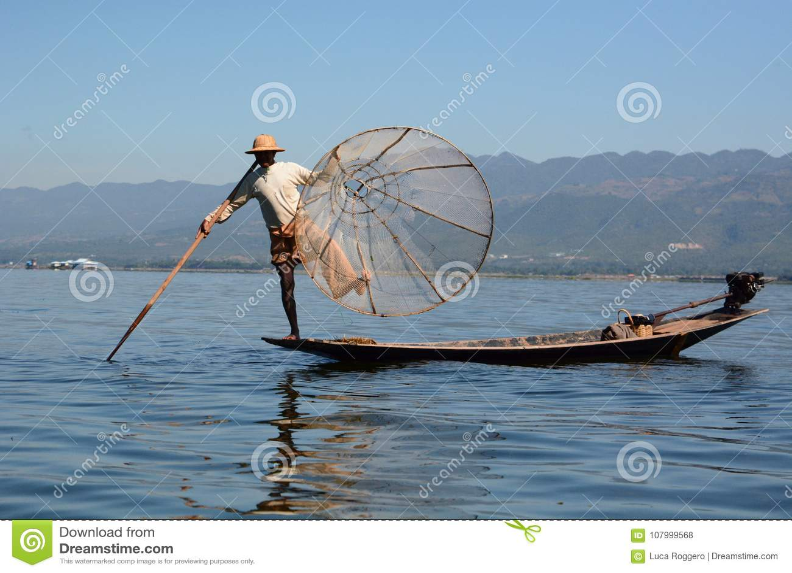 渔夫和他的传统捕鱼网 Inle湖 缅甸