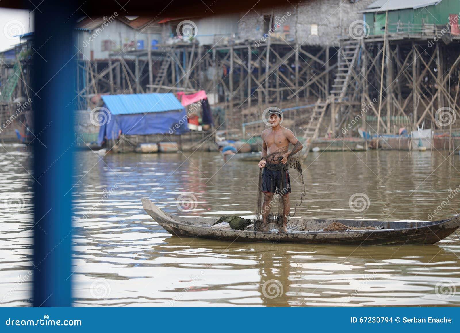 渔夫在洞里萨湖,柬埔寨