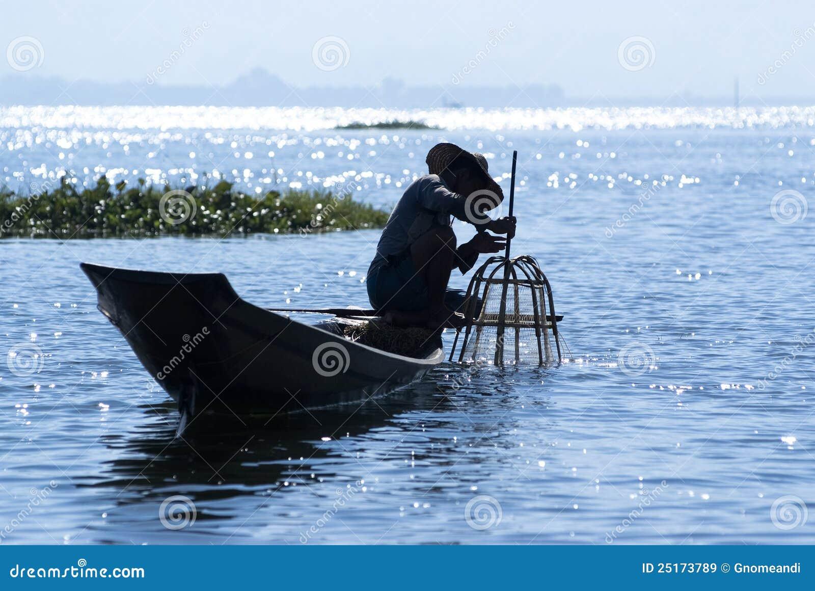 17 2011抓住设备2月鱼渔夫钓鱼的食物inle intha湖行程缅甸人拥有