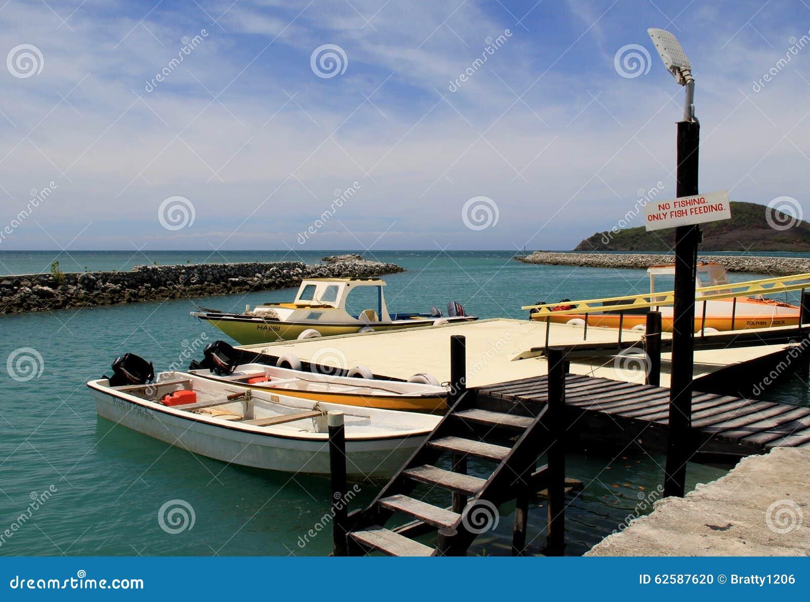 渔船美好的场面在码头,金黄点手段,斐济的, 2015年